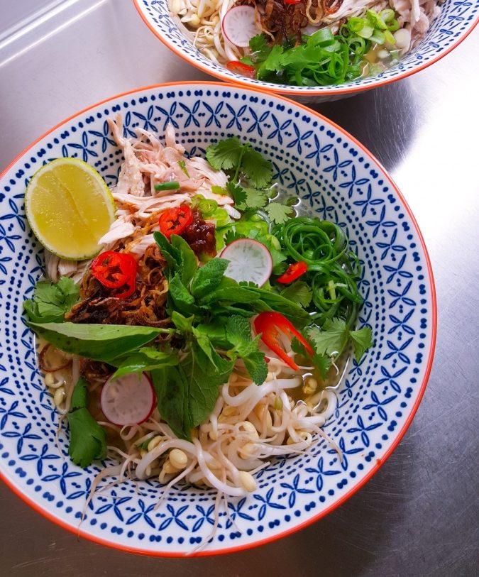 Pho Ga, vietnamesisk kyckling- och nudelsoppa, 4 portioner, 2-3 h