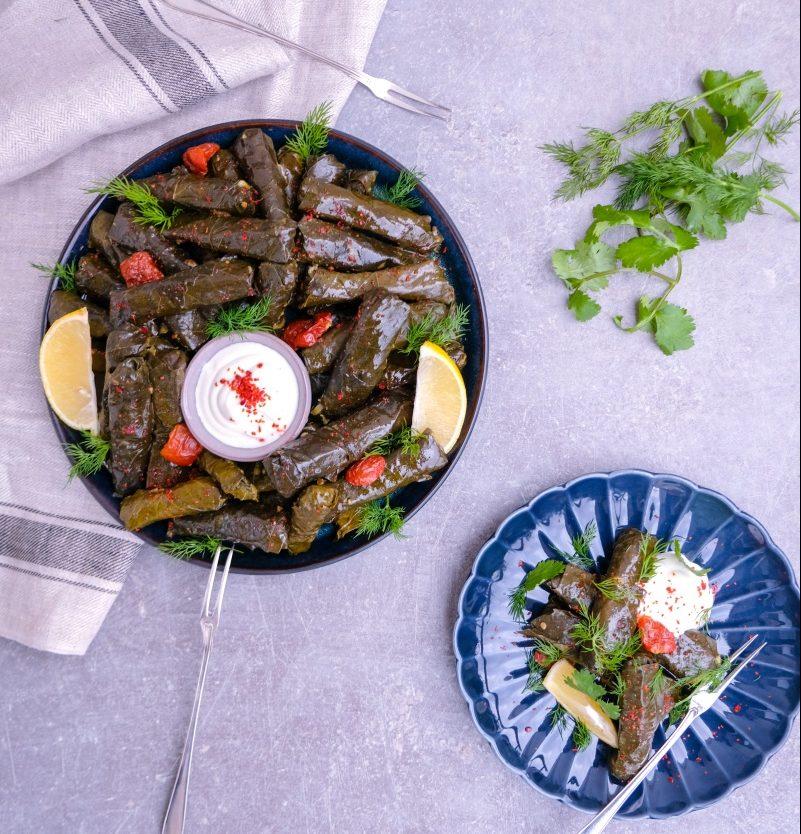 Vinbladsdolma – fyllda vindruvsblad med ris och färska örter – 6 portioner